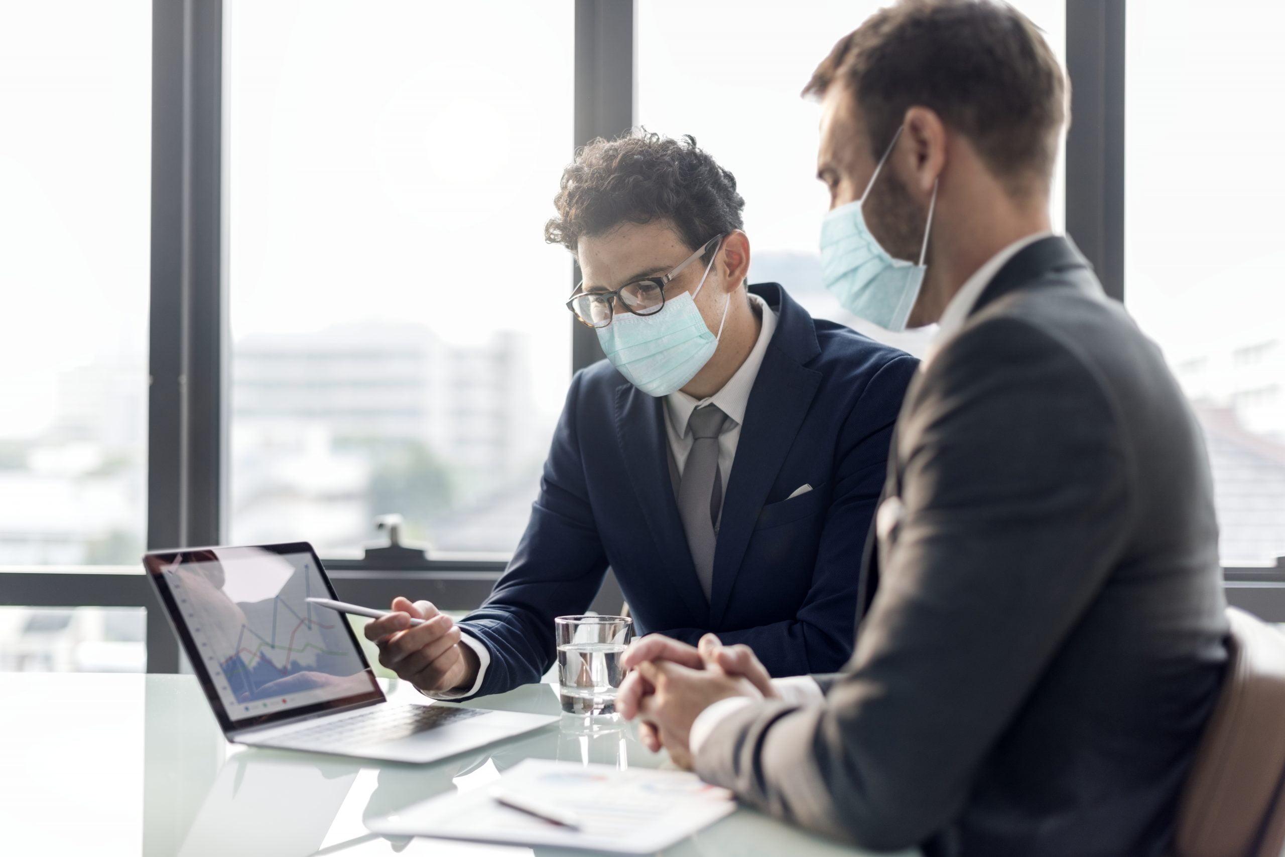 noszenie maski w biurze